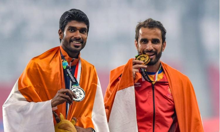 भरतीय धावक मंजीत सिंह और जिनसन जॉनसन- India TV Hindi