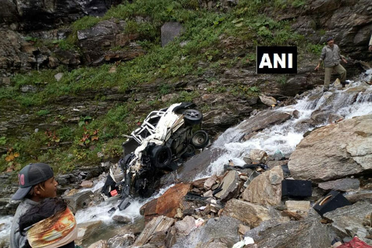Himachal Pradesh: 11 people killed after a car rolled...- India TV Hindi