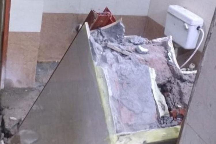 wall collapses of washroom of waiting room in patna...- India TV Hindi
