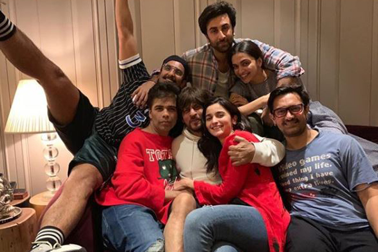 Karan Johar shared group picture on his Instagram account- India TV Hindi
