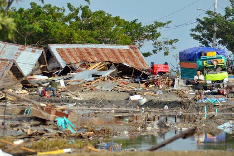 Indonesia earthquake, tsunami death toll crosses 800, hundreds more injured | AP- India TV Hindi