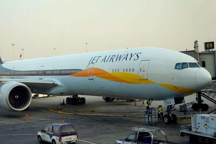 जेट एयरवेज के क्रू मेंबर्स ने की एक गलती और यात्रियों के नाक-कान से निकलने लगा खून- India TV Hindi
