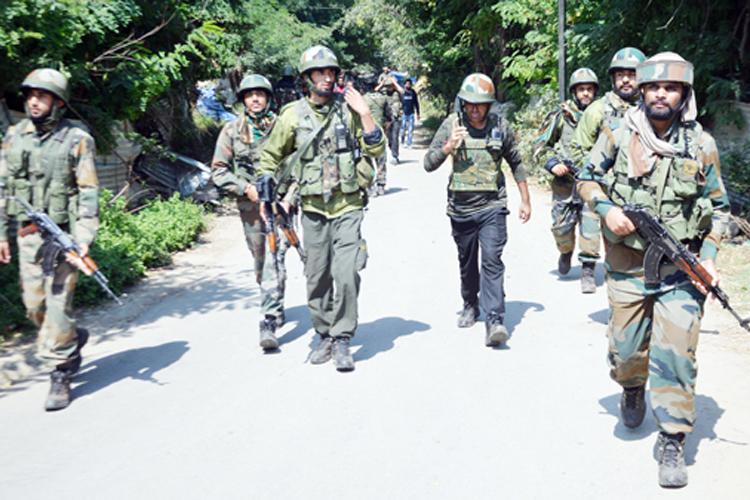 जम्मू-कश्मीर के शोपियां में संदिग्ध आतंकियों ने 4 पुलिस कर्मियों को किया अगवा- India TV Hindi