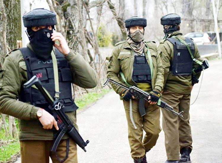 Three terrorists arrested in Kashmir's Sirnagar- India TV Hindi