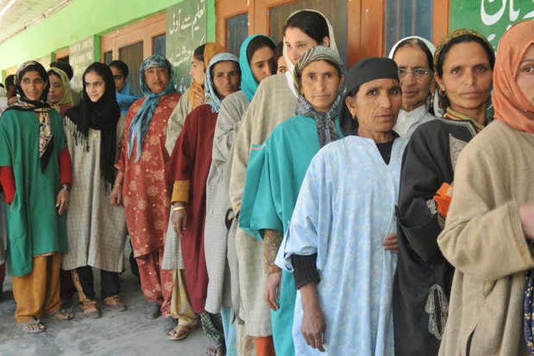 J&K निकाय चुनाव: दूसरे चरण के लिए मतदान शुरु, 1,000 से अधिक प्रत्याशी मैदान में- India TV Hindi