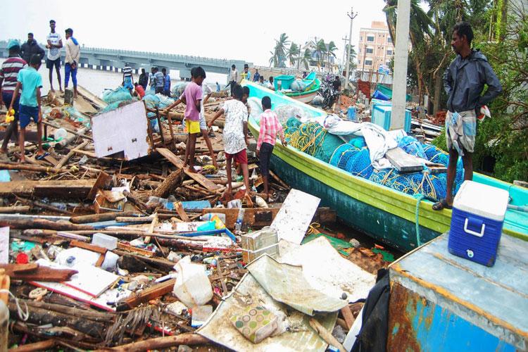 Cyclone Gaja Live Updates: Storm makes landfall in Tamil Nadu- India TV Hindi