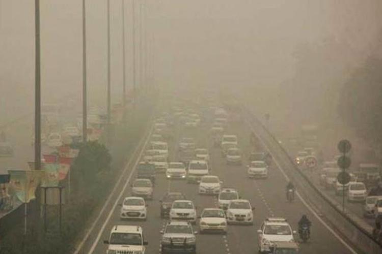 दिल्ली में बढ़ते प्रदूषण और धुंध से बचाने के लिए सरकार अब कराएगी आर्टिफिशियल बारिश- India TV Hindi