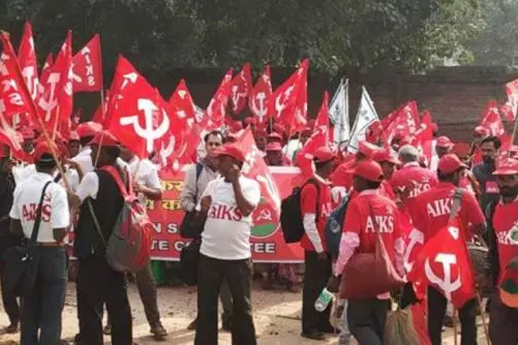 Tamil Nadu farmers return with skulls in Delhi, threaten to march naked | Twitter- India TV Hindi