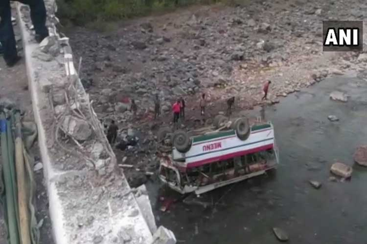 9 dead, 25 injured as bus falls into river in...- India TV Hindi