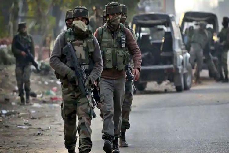 जम्मू-कश्मीर में गोलीबारी की घटना में घायल नागरिक की मौत - India TV Hindi