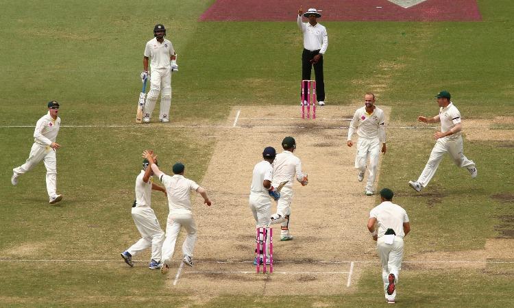 Nathan Lyon celebrates with other team mates- India TV Hindi