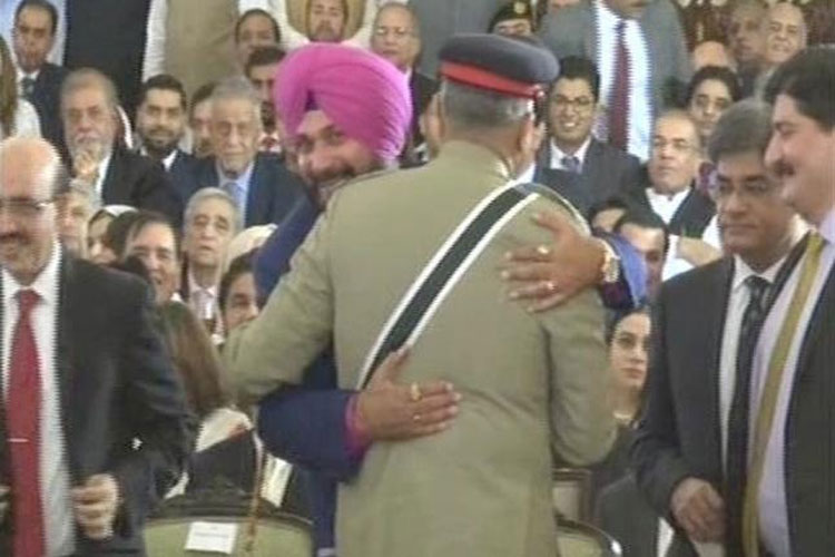Sidhu says that his hug wit pak army chief was not a Rafale Deal- India TV Hindi