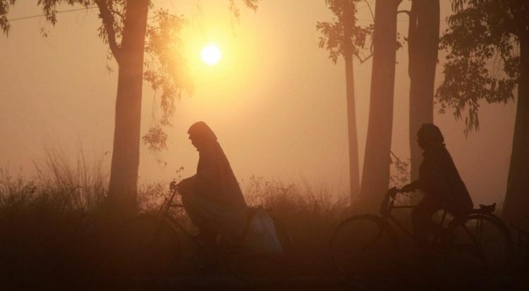 दिल्ली में कड़ाके की ठंड, वायु गुणवत्ता 'गंभीर'- India TV Hindi