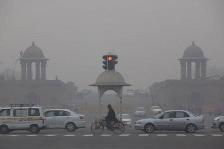 Cold Thursday morning in Delhi NCR, air quality 'very poor'   PTI- India TV Hindi