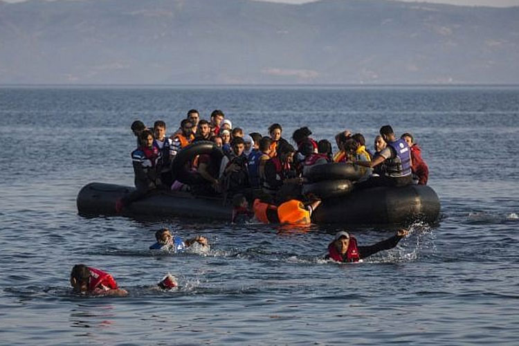 United Kingdom and France agree to 'ramp up' action on English Channel migrant crossings | AP repres- India TV Hindi