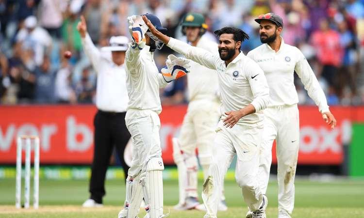 मेलबर्न टेस्ट : जीत से दो विकेट दूर भारत, दीवार बनकर खड़े पैट कमिंस- India TV Hindi