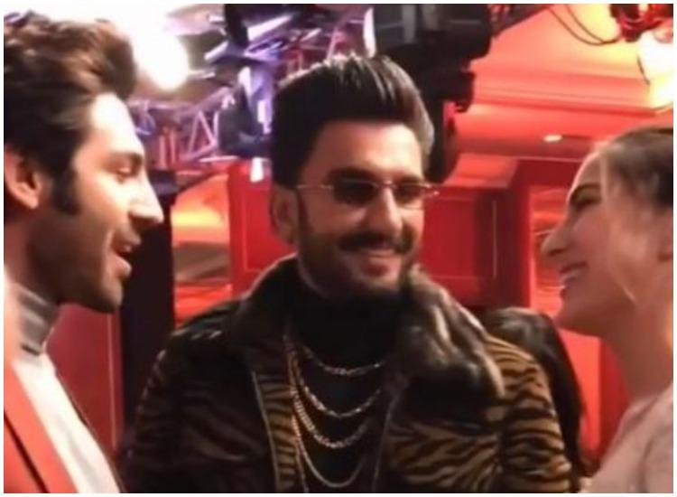 लेटेस्ट बॉलीवुड न्यूज़, रणवीर सिंह ने कल रात एक इवेंट में सारा अली खान और कार्तिक आर्यन को मिलवाया। - India TV Hindi