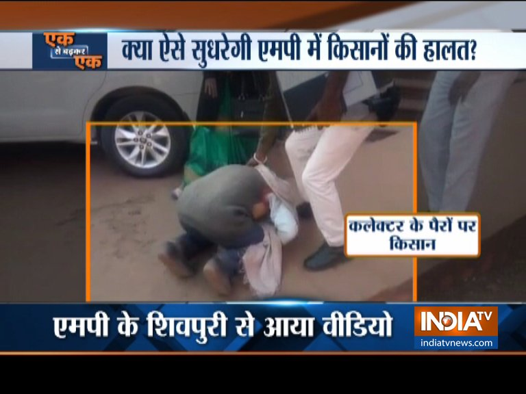 A farmer breaks down and falls to the feet of the newly appointed Collector in Shivpuri MP- India TV Hindi