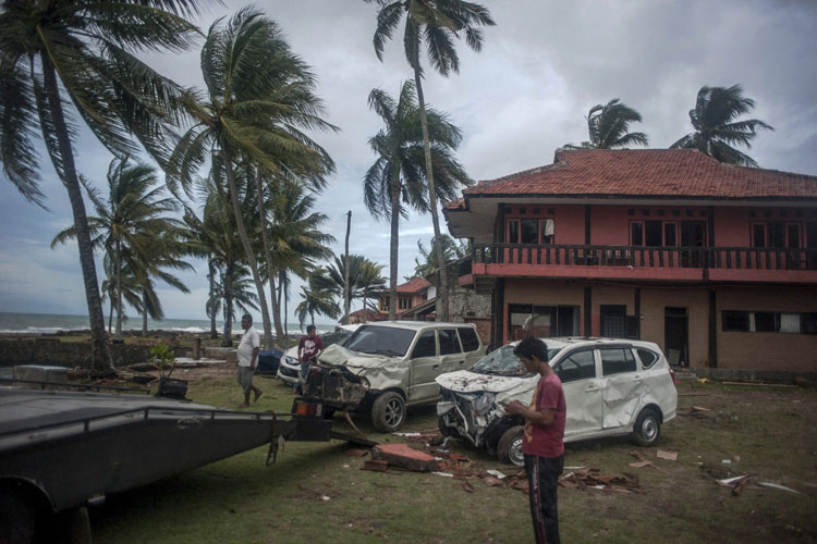 Indonesia tsunami death toll touches 429, over 1,400 injured; thousands homeless- India TV Hindi