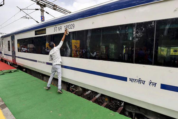 Train 18- India TV Hindi