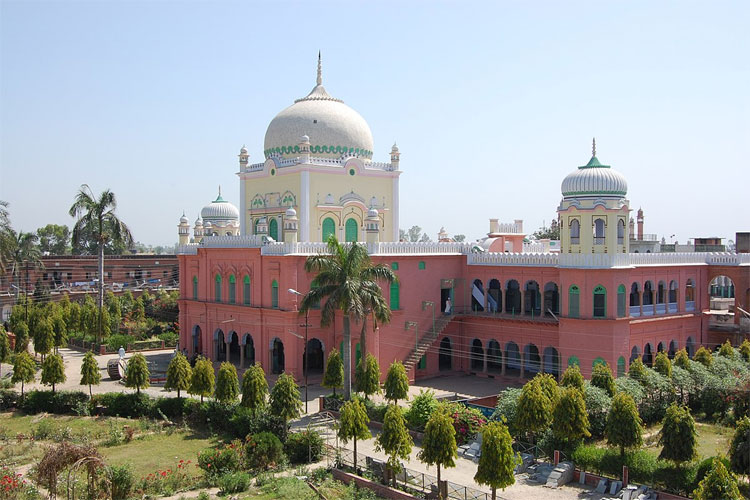 Darul Uloom Deoband directs students to avoid railway journey on Republic Day- India TV Hindi