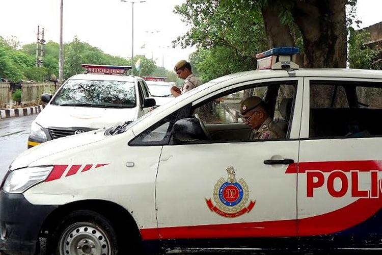 दिल्ली पुलिस ने भोपाल से युवक को किया गिरफ्तार, मध्य प्रदेश सरकार ने जताई आपत्ति- India TV Hindi