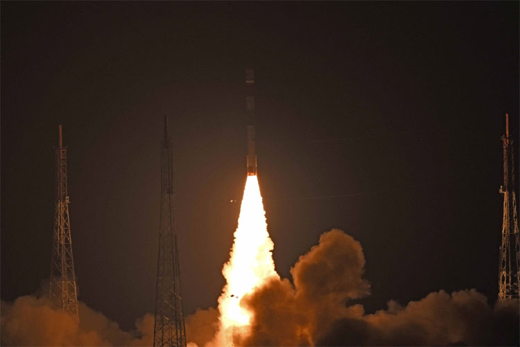 PSLV-C44 launches India's military satellite Microsat-R, students' payload Kalamsat successfully- India TV Hindi