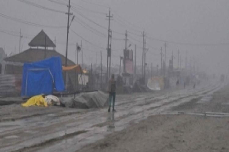 कुंभ तीर्थयात्रियों के लिए परेशानी का सबब बनी बारिश- India TV Hindi