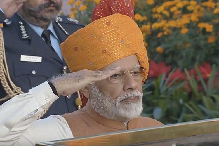 गणतंत्र दिवस के मौके पर केसरिया साफे में नजर आए प्रधानमंत्री मोदी - India TV Hindi