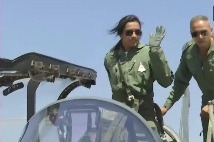पीवी सिंधु ने लड़ाकू विमान में भरी उड़ान, तेजस उड़ाने वाली पहली महिला बनीं- India TV Hindi
