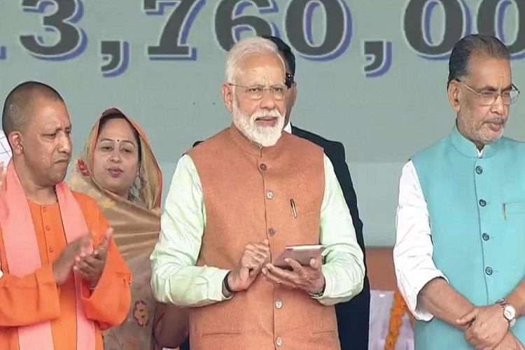 Prime Minister Narendra Modi launches Pradhan Mantri...- India TV Hindi