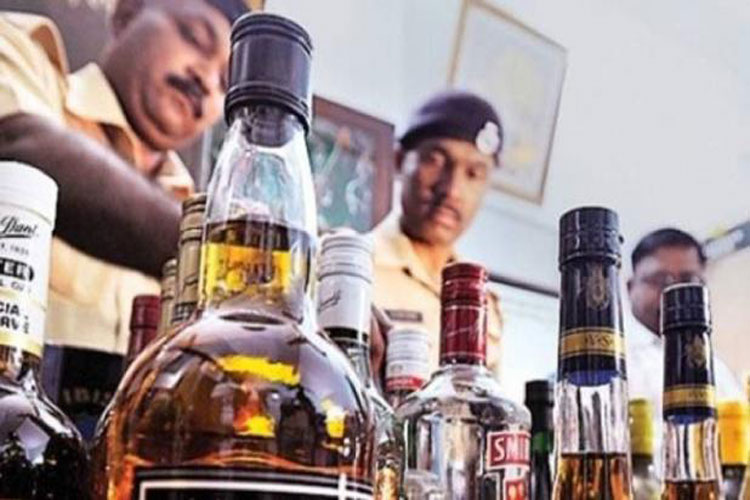 several die in UP and Uttarakhand after consuming spurious liquor- India TV Hindi