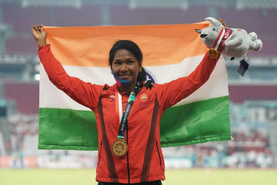 भारत की 'स्वर्ण परी' स्वप्ना बर्मन को एडिडास ने दिए विशेष जूते- India TV Hindi