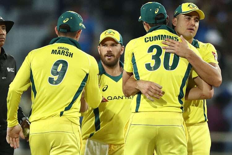 मोहाली वनडे: शिखर धवन का शतक बेकार, हैंड्सकोंब और टर्नर ने ऑस्ट्रेलिया को दिलाई बराबरी - India TV Hindi
