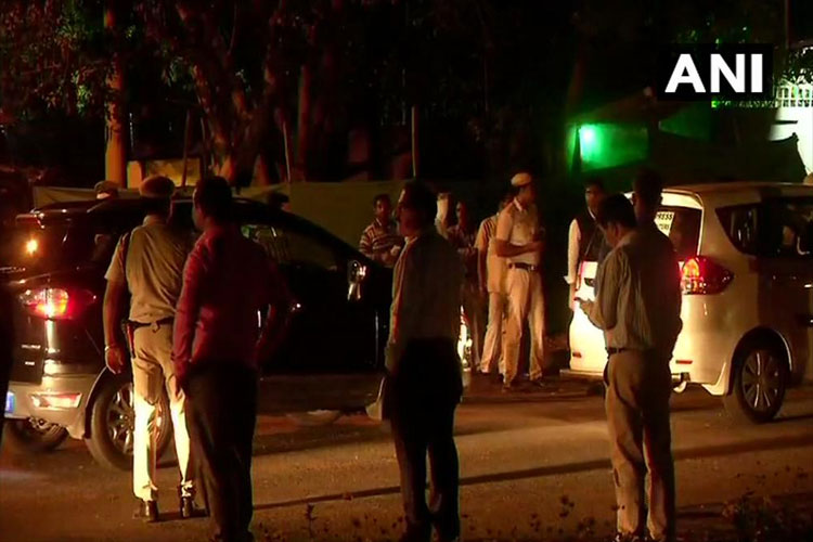One person has been detained from outside the High Commission of Pakistan in New Delhi- India TV Hindi