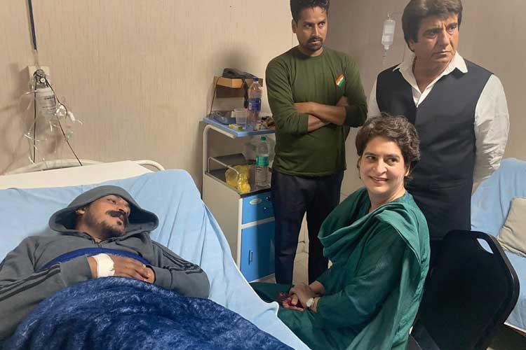 Congress General Secretary Priyanka Gandhi Vadra visits...- India TV Hindi