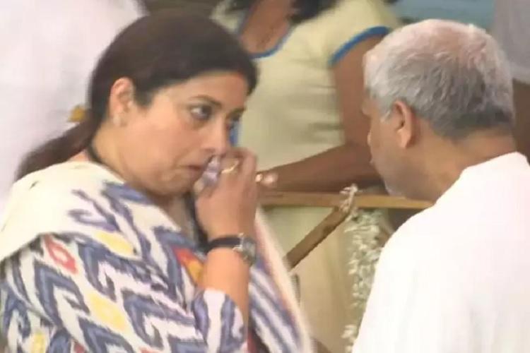 Smriti Irani gets emotional on Manohar Parrikar...- India TV Hindi