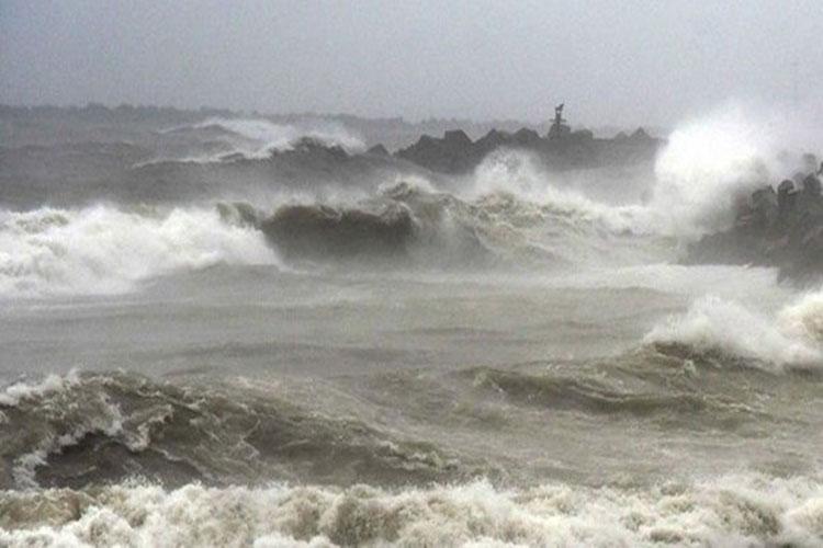 Cyclone 'Fani': NDRF, Coast Guard put on high alert; fishermen asked not to venture into sea - India TV Hindi