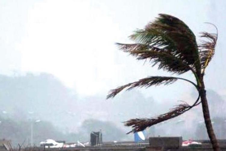 खतरनाक तूफान में बदल सकता है चक्रवात फानी, अलर्ट पर एनडीआरए, तटरक्षक बल- India TV Hindi