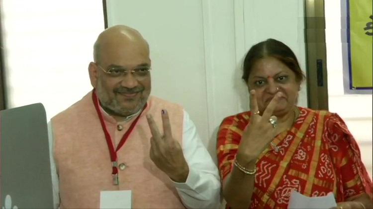 भाजपा अध्यक्ष अमित शाह ने गुजरात में वोट डाल लोगों से बड़ी संख्या में मतदान की अपील की - India TV Hindi