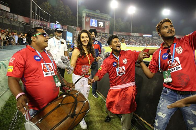 IPL 2019: Watch Kings XI Punjab hero Sam Curran doing Bhangra with Preity Zinta after claiming match- India TV Hindi