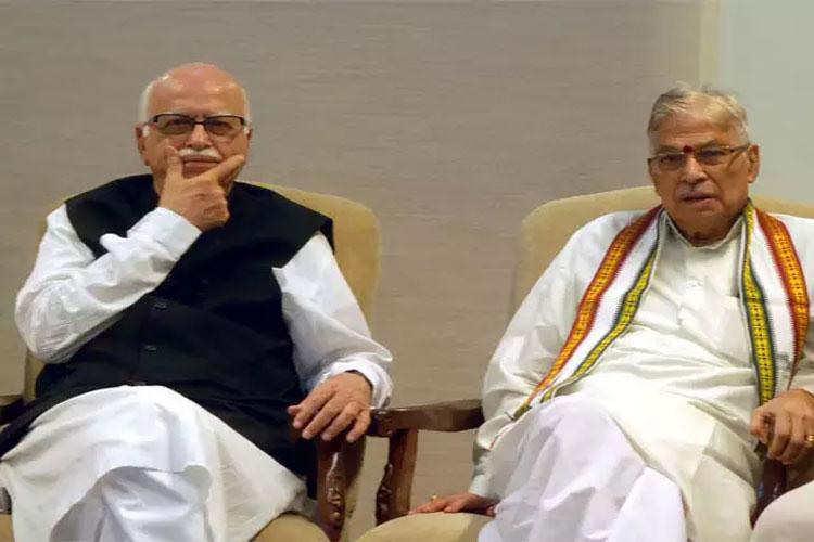 Murli Manohar Joshi meets Lal Krishna Advani in Delhi on Friday- India TV Hindi