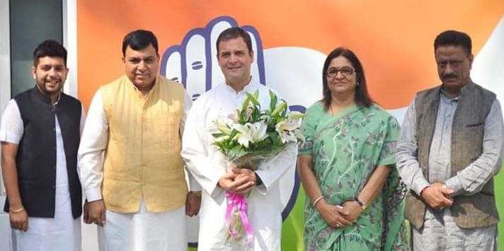 Accused in Cash for Question scam, Suresh Chandel Joins Congress in presence of Rahul Gandhi- India TV Hindi