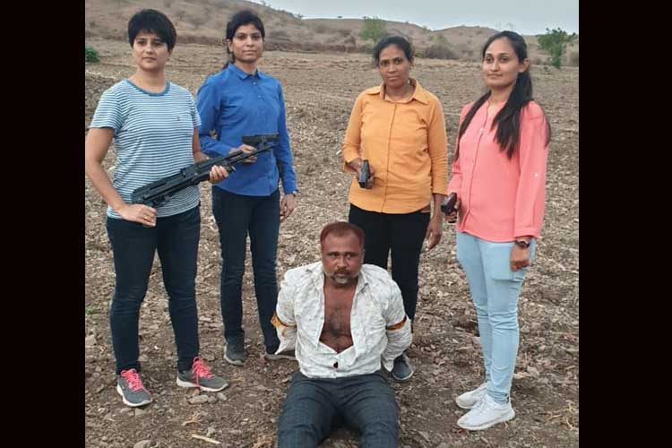 चार महिला एटीएस ने...- India TV Hindi