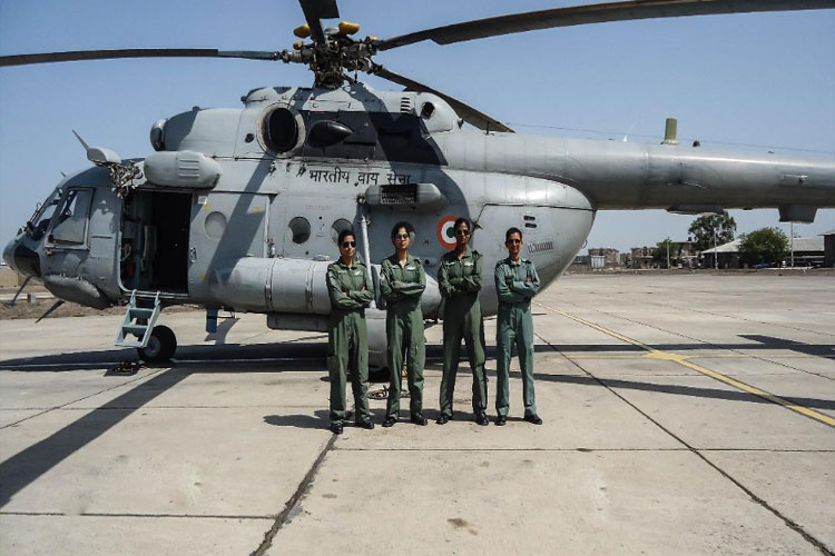 IAF's first all-women crew flies Mi-17 V5 helicopter- India TV Hindi