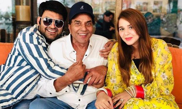 Kapil Sharma met Dharmendra with wife Ginni Chatrath- India TV Hindi