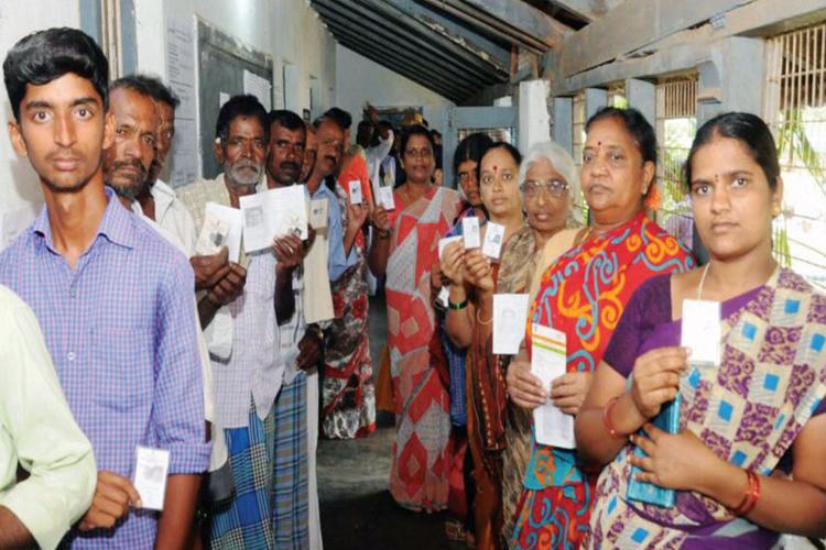 जद (एस) के कार्यकर्ताओं ने मैसुरु तथा अन्य जगहों पर भाजपा के लिए वोट किया: देवगौड़ा- India TV Hindi