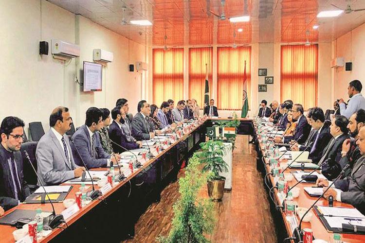 India, Pakistan officials meet on Kartarpur corridor begins at Zero Line- India TV Hindi