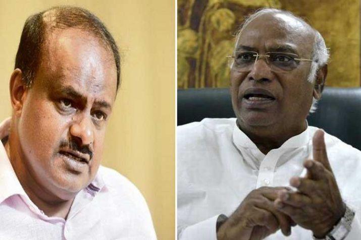 Karnataka CM H D Kumaraswamy, Siddaramaiah locked in...- India TV Hindi