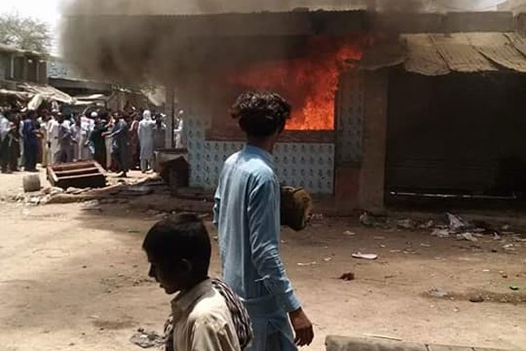 Mob violence in Mirpurkhas of Pakistan after Hindu doctor is accused of blasphemy | Facebook- India TV Hindi